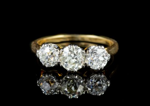 ANTIQUE VICTORIAN 1.90CT DIAMOND TRILOGY ENGAGEMENT RING CIRCA 1900 front