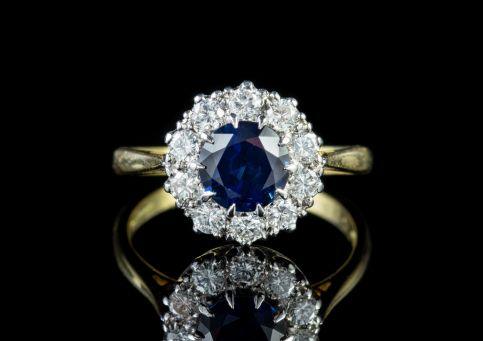 VINTAGE SAPPHIRE DIAMOND CLUSTER ENGAGEMENT RING 18CT GOLD DATED 1975 front