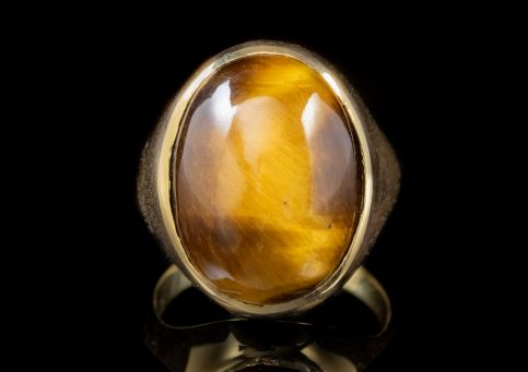 VINTAGE LARGE TIGERS EYE GOLD SIGNET RING CIRCA 1970