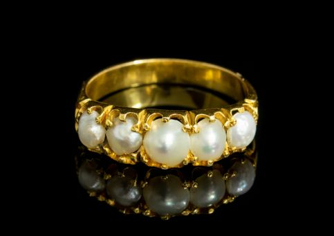 ANTIQUE VICTORIAN NATURAL PEARL FIVE STONE RING 18CT GOLD CIRCA 1860 front