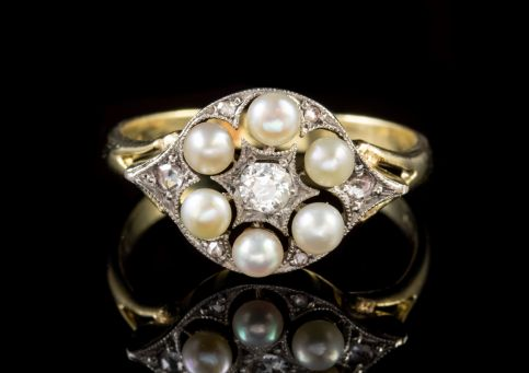 VINTAGE PEARL DIAMOND CLUSTER RING 9CT GOLD CIRCA 1975 Front