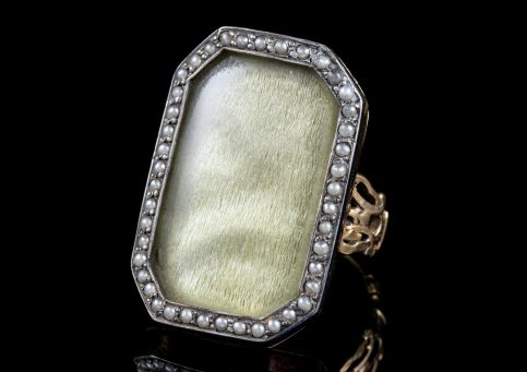 ANTIQUE GEORGIAN SILK PEARL MOURNING RING 18CT GOLD CIRCA 1750 side