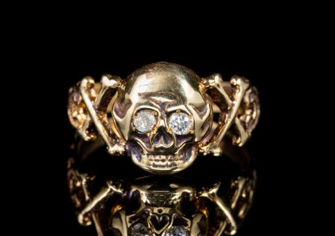 MEMENTO MORI DIAMOND SKULL CROSS BONE RING 15CT YELLOW GOLD  front