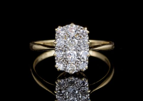 ANTIQUE VICTORIAN TWELVE STONE DIAMOND CLUSTER RING 18CT GOLD CIRCA 1900 FRONT