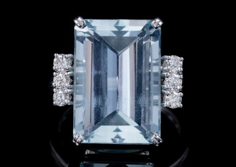 ART DECO LARGE EMERALD CUT AQUAMARINE DIAMOND RING PLATINUM CIRCA 1920 front