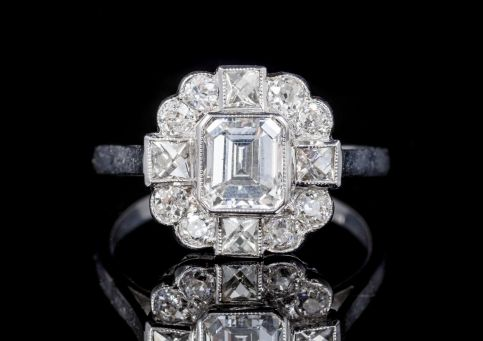 SQUARE CUT DIAMOND CLUSTER RING 18CT WHITE GOLD  front