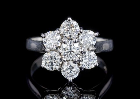 VINTAGE DIAMOND CLUSTER RING 18CT WHITE GOLD CIRCA 1970 front