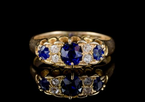 ANTIQUE VICTORIAN SAPPHIRE DIAMOND GYPSY RING 18CT GOLD DATED 1898 front
