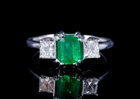 ART DECO EMERALD DIAMOND TRILOGY RING PLATINUM CIRCA 1930 front