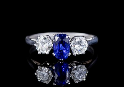 ANTIQUE EDWARDIAN SAPPHIRE DIAMOND TRILOGY RING 18CT GOLD CIRCA 1915 front