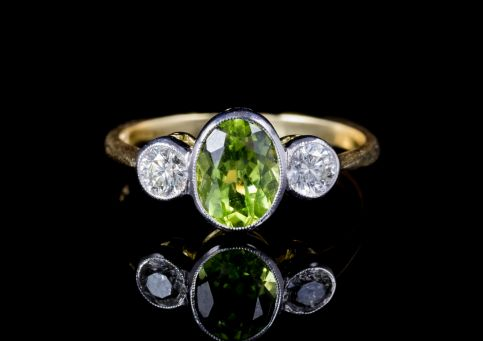 PERIDOT DIAMOND TRILOGY RING 18CT GOLD  FRONT