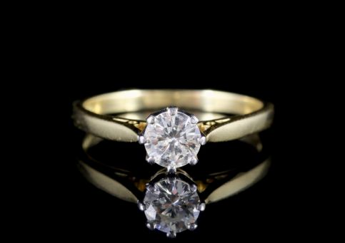 Diamond Solitaire Engagement Ring 18ct Gold FRONT