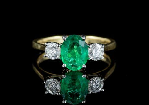 EMERALD DIAMOND TRILOGY RING 18CT GOLD  FRONT