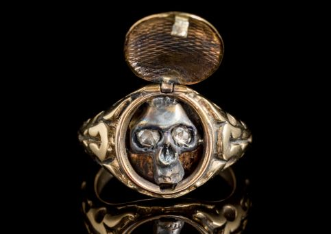 MEMENTO MORI DIAMOND SKULL LOCKET RING 18CT GOLD