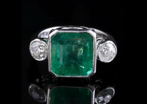 Art Deco Emerald Diamond Platinum Ring 8ct Emerald 1.20ct Diamond FRONT