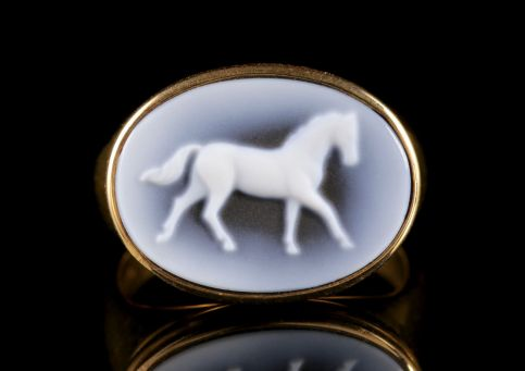 Hard Stone Cameo Horse Ring 18ct Yellow Gold FRONT