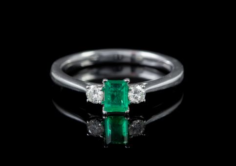 VINTAGE COLOMBIAN EMERALD DIAMOND TRILOGY RING 18CT WHITE GOLD 0.50CT EMERALD CIRCA 1962