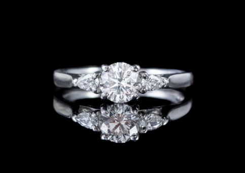 VINTAGE DIAMOND TRILOGY RING PLATINUM 1.01CT VS CLARITY G COLOUR DIAMONDS CERT  front