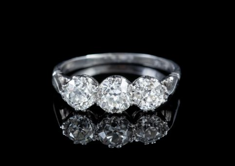ANTIQUE OLD CUT DIAMOND TRILOGY RING PLATINUM 1.69CT OF DIAMOND CIRCA 1918 CERT front