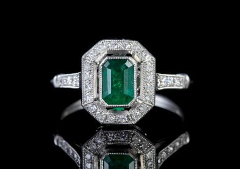 EMERALD DIAMOND ENGAGEMENT RING PLATINUM 0.70CT EMERALD front