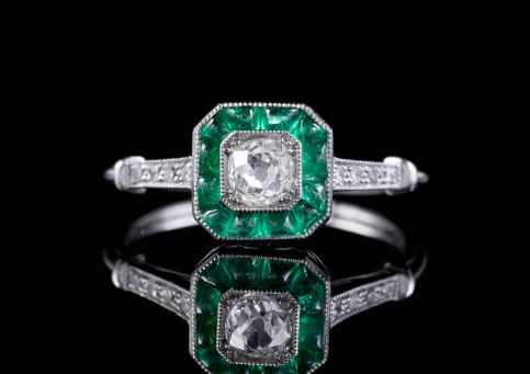 EMERALD DIAMOND CLUSTER ENGAGEMENT RING PLATINUM front