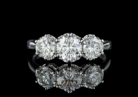 ANTIQUE DIAMOND TRILOGY RING 18CT WHITE GOLD 2CT DIAMOND CIRCA 1920 front