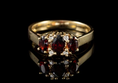 1CT GARNET DIAMOND 9CT GOLD ENGAGEMENT RING FRONT..