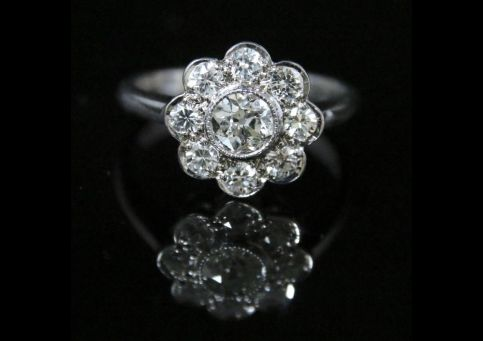 DIAMOND CLUSTER RING 1.80CT OF DIAMOND 18CT WHITE GOLD