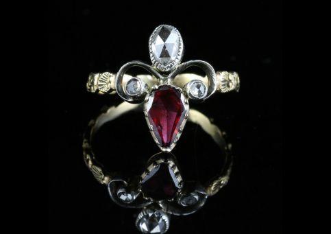 ANTIQUE GEORGIAN GARNET DIAMOND RING 18CT GOLD FLEUR DE LIS