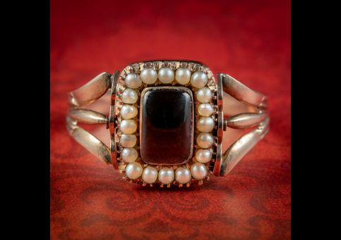 Antique-Georgian-Rotating-Garnet-Pearl-Mourning-Ring-18ct-Gold-Dated-1817-cover