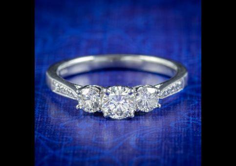 Vintage-Diamond-Trilogy-Ring-0.96ct-Of-Diamond-cover