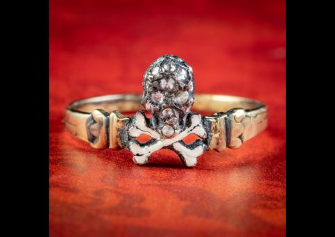 Georgian-Style-Memento-Mori-Diamond-Skull-Cross-Bones-Ring-cover