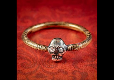 Georgian-Style-Memento-Mori-Diamond-Skull-Ring-cover