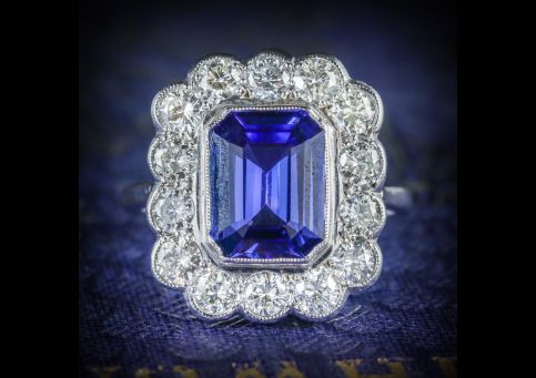 TANZANITE_DIAMOND_RING_18CT_WHITE_GOLD_4CT_TANZANITE_FRONT