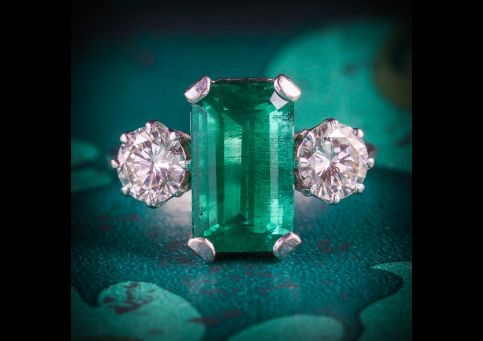 EMERALD_DIAMOND_TRILOGY_RING_18CT_GOLD_DATED_1976_FRONT