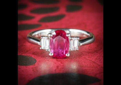 VINTAGE_RUBY_DIAMOND_TRILOGY_RING_18CT_GOLD_COVER