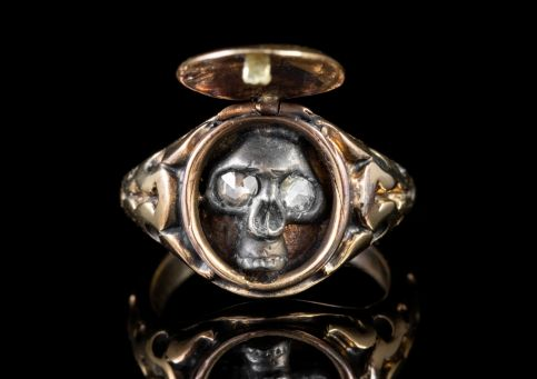 MEMENTO MORI DIAMOND SKULL LOCKET RING 18CT GOLD front open
