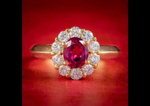 BURMESE RUBY DIAMOND CLUSTER RING 18CT GOLD 1.10CT NATURAL RUBY WITH CERT COVER