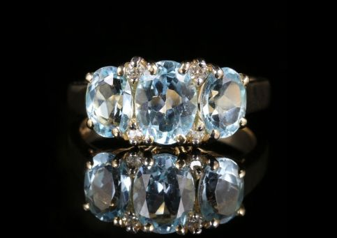 Aquamarine Diamond Trilogy Ring 9ct Gold 3.10ct Aquamarine front view