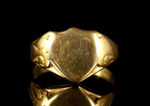 Antique Edwardian Shield Ring 18ct Dated Chester 1910
