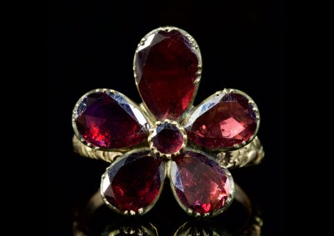 GEORGIAN FLAT CUT GARNET FLOWER RING 18CT GOLD
