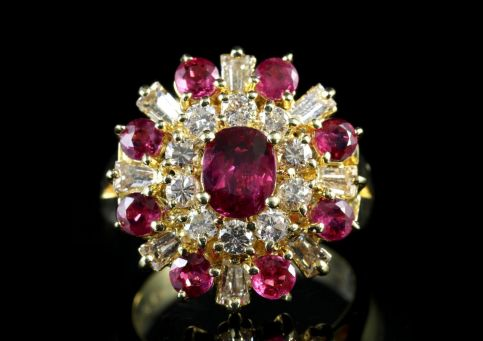 VINTAGE RUBY DIAMOND CLUSTER RING 1.29CT RUBY 1.50CT DIAMOND 18CT GOLD front