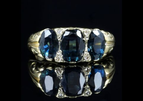 ANTIQUE VICTORIAN SAPPHIRE DIAMOND TRILOGY RING 18CT GOLD CIRCA 1900