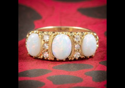 VINTAGE NATURAL OPAL TRILOGY RING 18CT GOLD DATED LONDON 1963